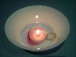 el anillo junto a la vela