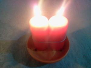 Las dos velas del hechizo atadas