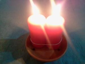 las dos velas arden juntas