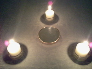 las tres velas formando un triangulo